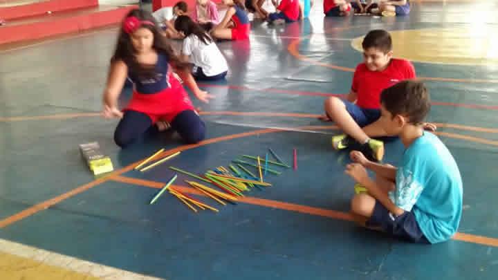 Momento de concentração e diversão – Professora Mônica – 4º Ano